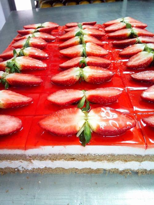 Repostería fresas frescas confitería pastelería panadería consuegra